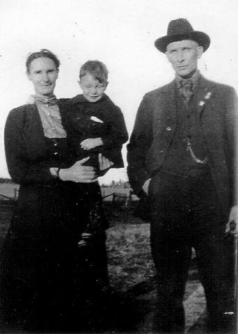 Frank Schrader (born Aug. 31, 1873), wife Myrtle (born on March 18, 1875), and son, Gerald (born July 1, 1914). They lived in Flintville and owned a grocery store.